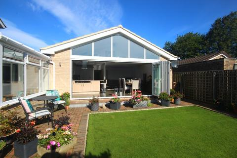 2 bedroom detached bungalow for sale - Earnshaw Way, Beaumont Park, Whitley Bay, Whitley Bay, NE25 9UL