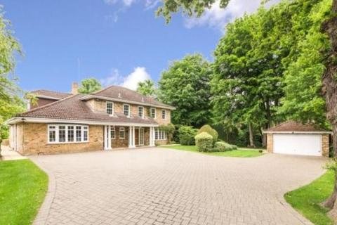 5 bedroom detached house to rent - Old Avenue, West Byfleet, Surrey