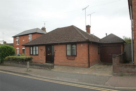 2 bedroom detached bungalow for sale - Bergholt Rd, Colchester, Essex