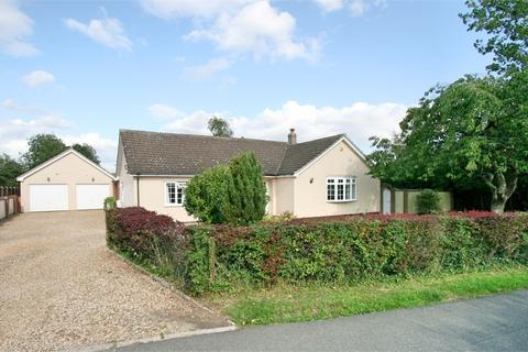 3 bedroom detached bungalow for sale - Priory Road, Tiptree, Colchester, Essex