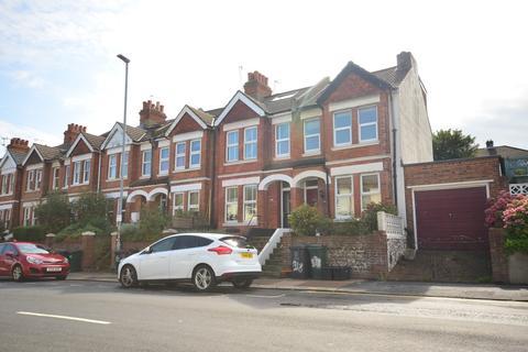3 bedroom terraced house to rent - Queens Park Road Brighton BN2