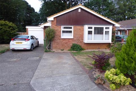3 bedroom detached bungalow to rent - Martindale Road, Woking, Surrey, GU21