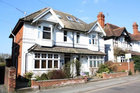 Studio to rent - Shirley Court, York Road, Guildford, Surrey, GU1