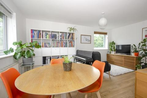 2 bedroom property for sale - St. Matthews Court, Coppetts Road, N10
