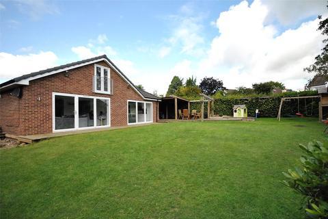4 bedroom bungalow for sale - North Mead, Bramhope, Leeds, West Yorkshire