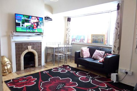 2 bedroom flat to rent - Cranford Drive, Hayes, Middlesex