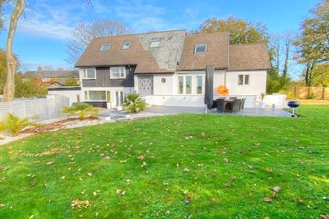 5 bedroom detached house for sale - Meadow Court, Trerhyngyll, Cowbridge