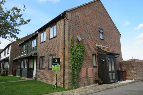 3 bedroom semi-detached house to rent - Chichester Drive, Chichester