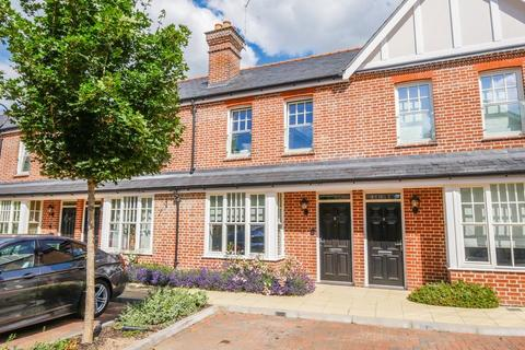 3 bedroom terraced house to rent - CENTRAL MARLOW