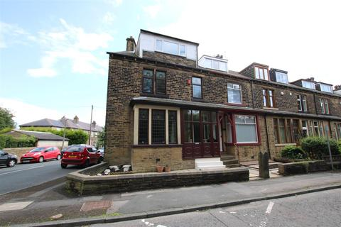 4 bedroom end of terrace house for sale - Wibsey Park Avenue, Bradford