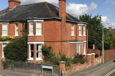 3 bedroom house for sale - Clifton Road, Newbury