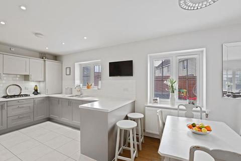 3 bedroom end of terrace house for sale - William Porter Close, Chelmsford, Essex