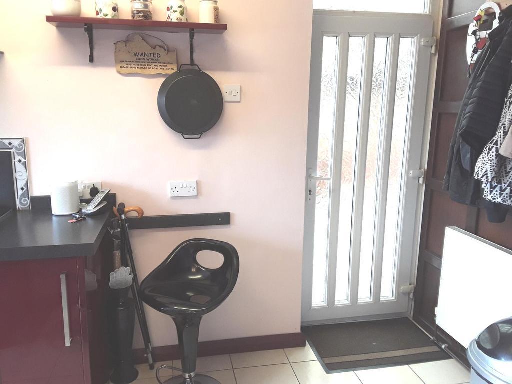 Kitchen side access