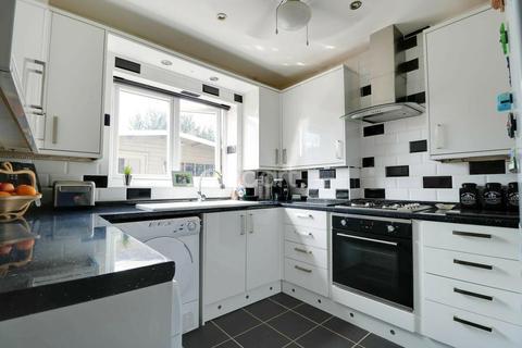 2 bedroom bungalow for sale - Rainham Road, Rainham, RM13
