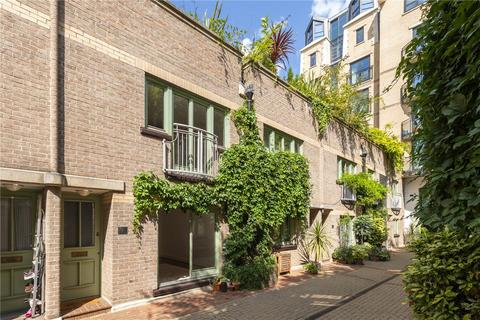 2 bedroom mews to rent - Kensington Gardens Square, London, W2