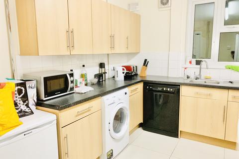 1 bedroom in a house share to rent - Restons Crescent, London SE9