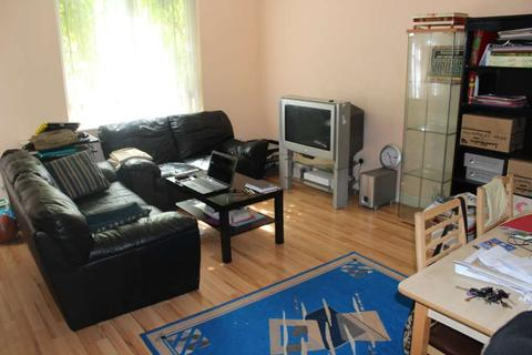 3 bedroom maisonette to rent - Fairfoot Road, Bow, E3