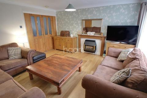 3 bedroom semi-detached house for sale - Douglass Drive, Market Harborough Leicestershire