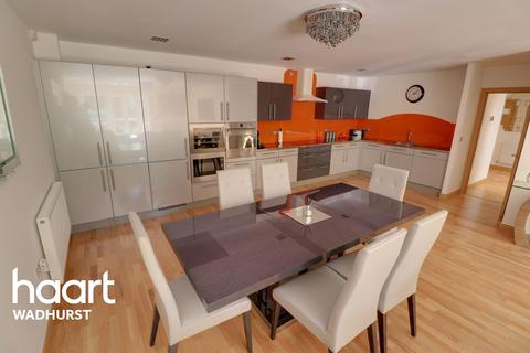 2 bedroom flat for sale - Little Trodgers Lane,  Mayfield