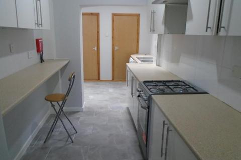 5 bedroom terraced house to rent - Parkfield Street, MANCHESTER M14