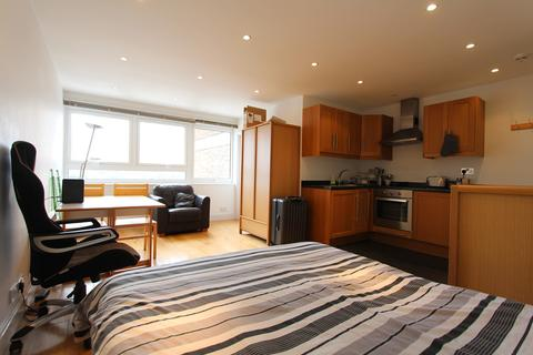 Studio to rent - Seven Sisters Road, Finsbury Park, N4