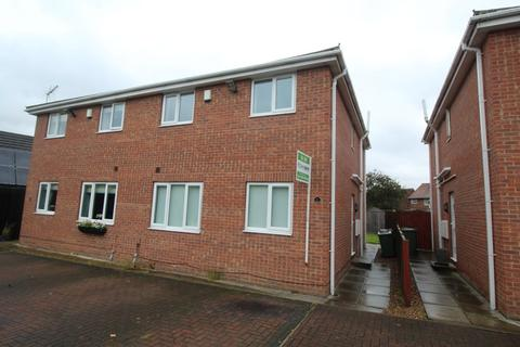 3 bedroom semi-detached house to rent - Garth House Mews, Normanton