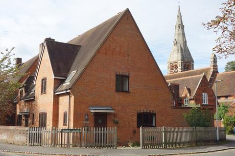 3 bedroom semi-detached house to rent - Bishop Court, Maidenhead