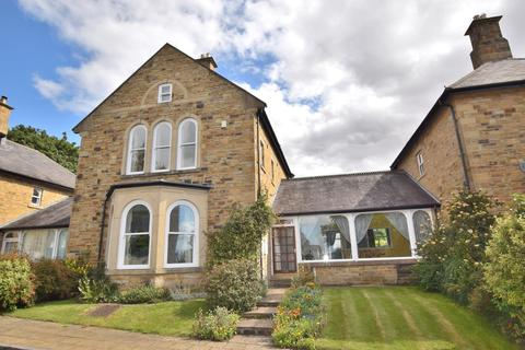 6 bedroom semi-detached house for sale - Lyons Road, The Garden Village
