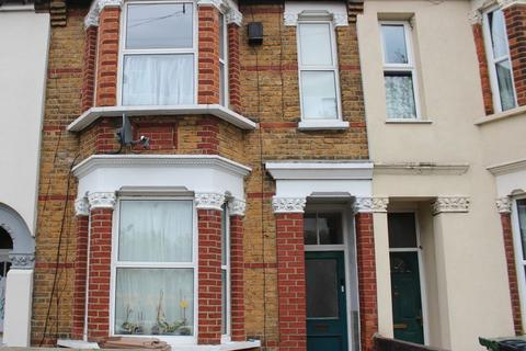 1 bedroom apartment for sale - Lincoln Street one Double bedroom Garden apartment E11