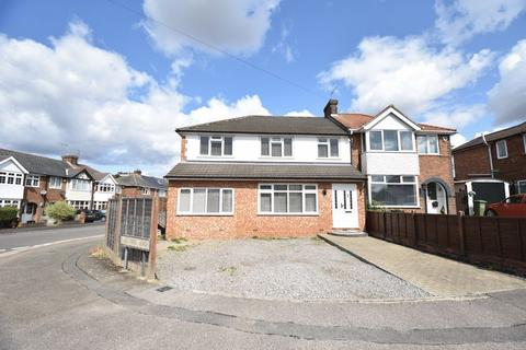 4 bedroom semi-detached house for sale - Chesford Road, Luton