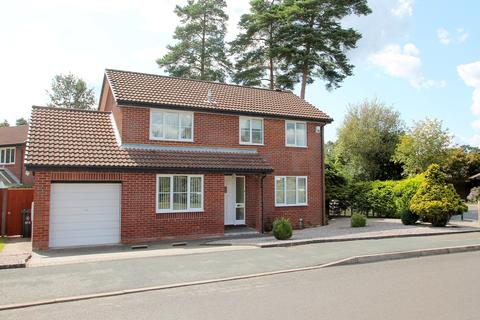 4 bedroom detached house for sale - Cheylesmore Drive, Frimley, Camberley, GU16