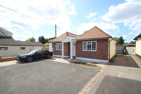 3 bedroom bungalow for sale - Southend Road, Howe Green, Chelmsford, CM2