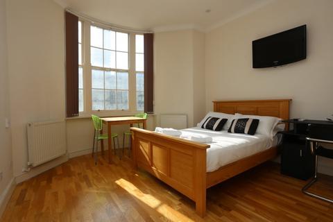 Studio to rent - Regency Square, Brighton