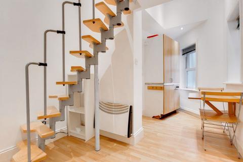Studio to rent - Stanwick Road, West Kensington, W14