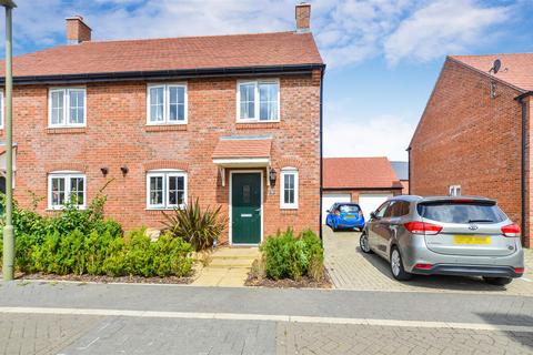 4 bedroom semi-detached house for sale - Catterick Road, Bicester