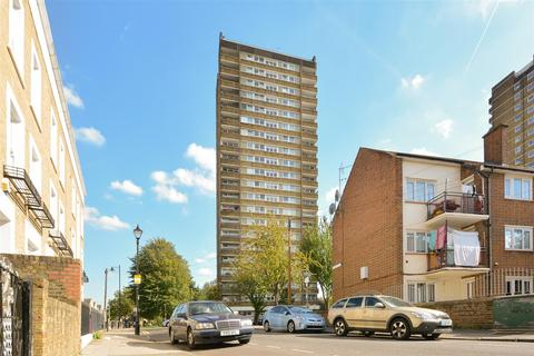 3 bedroom flat to rent - Daling Way, London