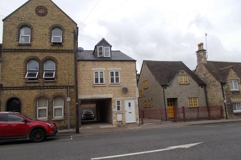 Studio to rent - St Leonards Street, Stamford, PE9
