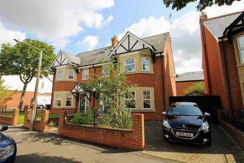 4 bedroom semi-detached house for sale - The Mall, Old Town, Swindon, SN1
