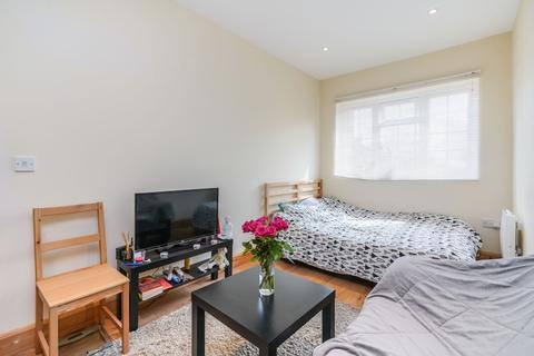 Studio to rent - Friary Road, Acton, W3