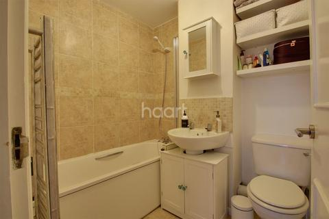 1 bedroom flat for sale - Glenalmond House, Stanwell Road, TW15