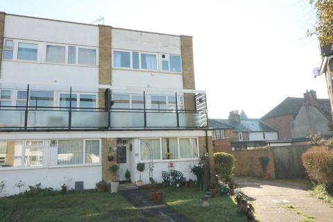 3 bedroom apartment to rent - Runnymede Court, Egham, TW20