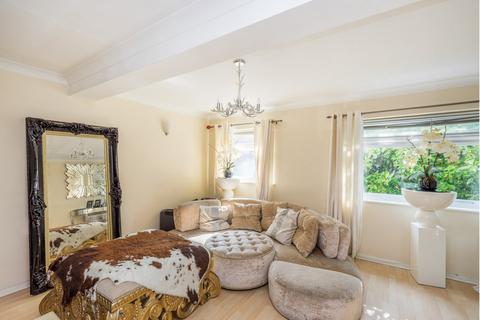 4 bedroom flat to rent - Ford End, Woodford, IG8