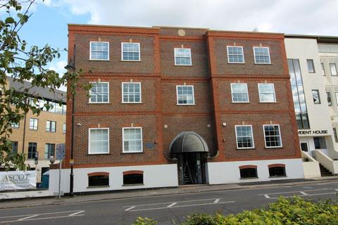 1 bedroom flat for sale - BRIDGE STREET, STAINES UPON THAMES, TW18