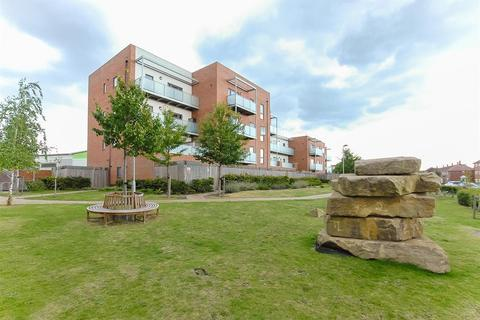 2 bedroom flat for sale - Blanchard Court, Cranford Lane, Cranford, Middlesex, TW5 9GU