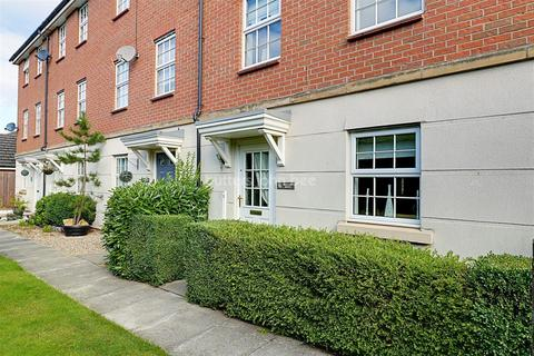 3 bedroom end of terrace house for sale - Hallams Drive, Stapeley