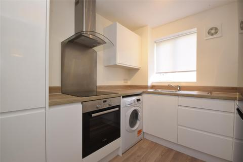 2 bedroom flat to rent - Mullards Close, MITCHAM, Surrey, CR4