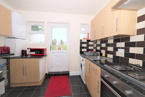 5 bedroom terraced house to rent - Grove Green Road, London, Greater London. E11