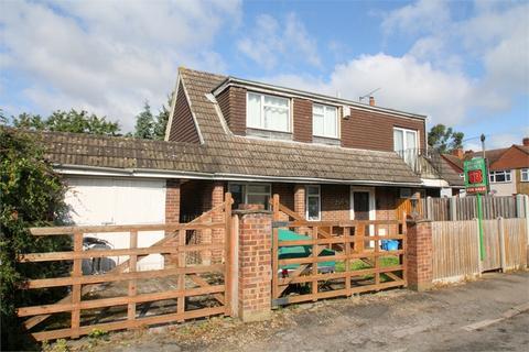 4 bedroom detached house for sale - Sydney Crescent, ASHFORD, Surrey