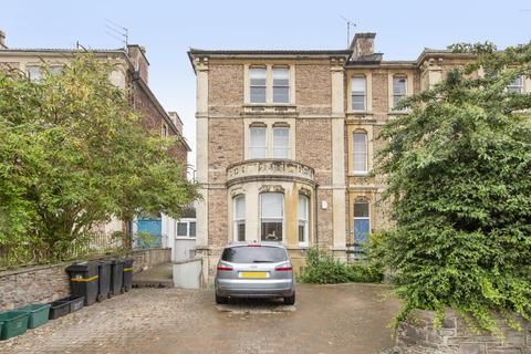 2 bedroom flat to rent - Flat  (top floor), Beaufort Road, BS8