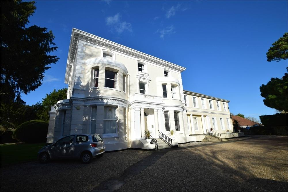 1 Bedroom Flat for sale in Church Street, Willingdon, East Sussex